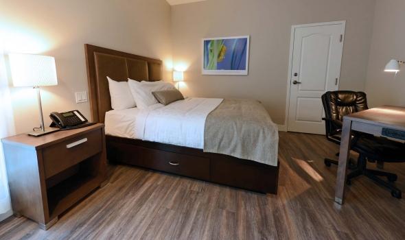 Chambre avec 1 lit queen h tel le petit manoir du casino for Hotel du collectionneur nombre de chambres